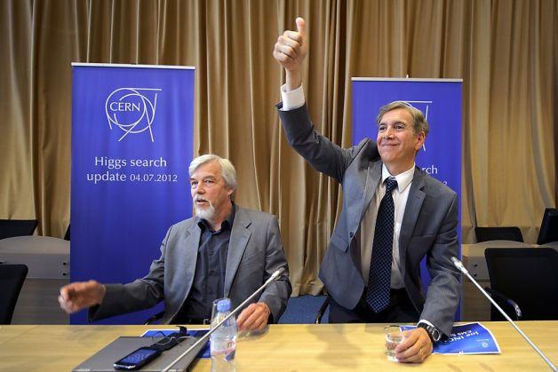 Rolf Heuer (izquierda) y Joe Incandela (derecha).